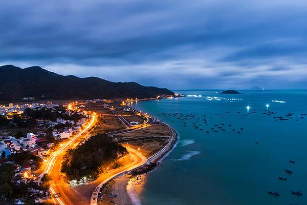 Thành phố biển lãng mạn về đêm