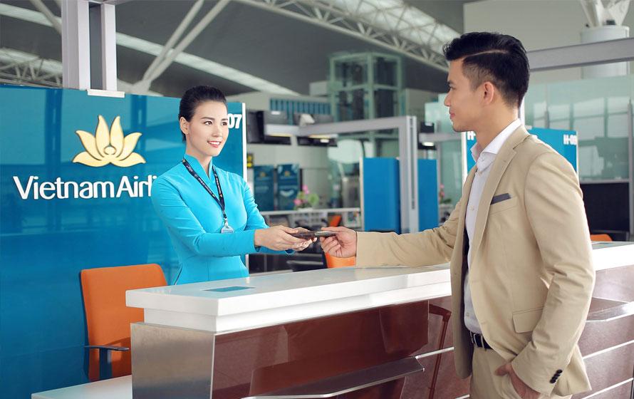 làm thủ tục đi máy bay Vietnam Airlines