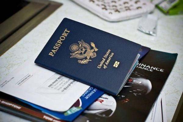 Giấy tờ tùy thân và vé máy bay