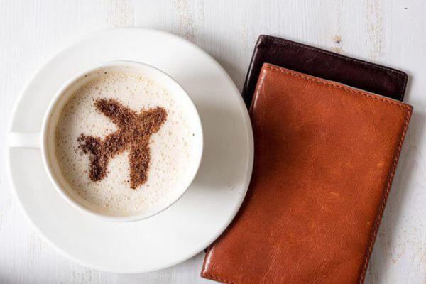 Uống cà phê hoặc trà