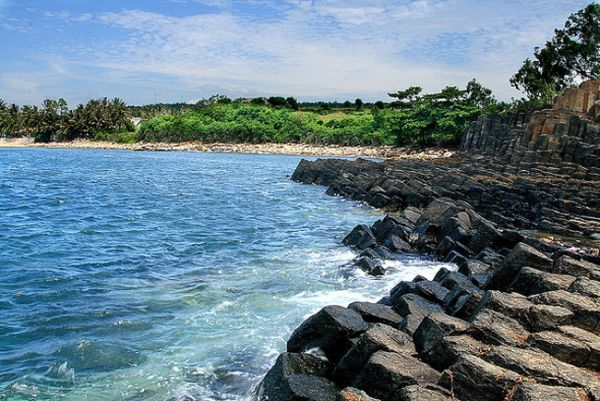 Thưởng ngoạn vẻ đẹp của bãi biển Quy Nhơn