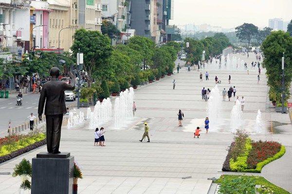 Phố đi bộ Nguyễn Huệ: