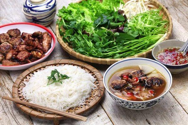 Bún chả được bán ở rất nhiều nơi trong khu vực thành phố Hà Nội